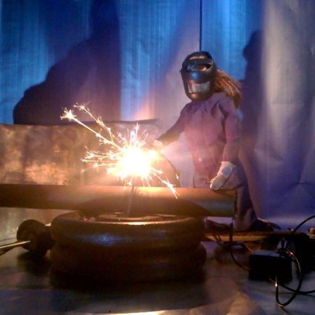 Девушки, занимающиеся неженским трудом (19 фото)