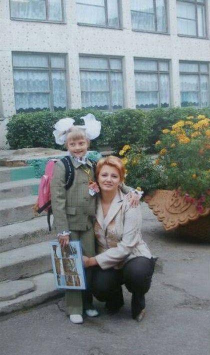 Первый и последний звонок в жизни одной школьницы (2 фото)
