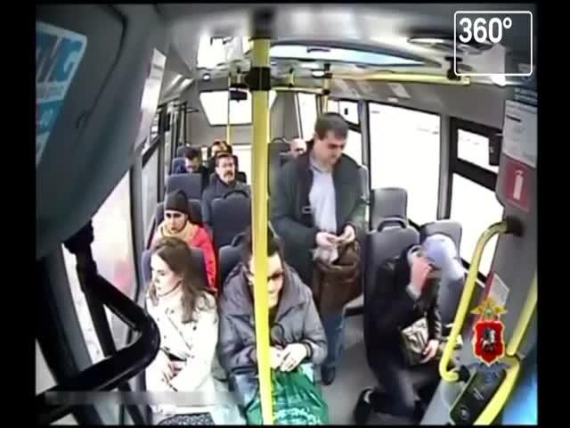 Вор ловко украл кошелек к пассажирки автобуса