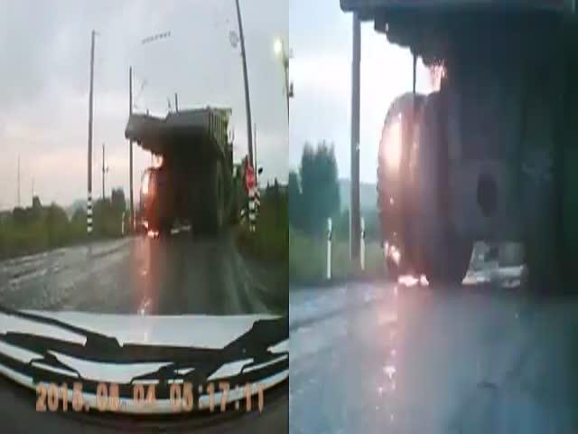 Взрыв колеса у БелАЗа
