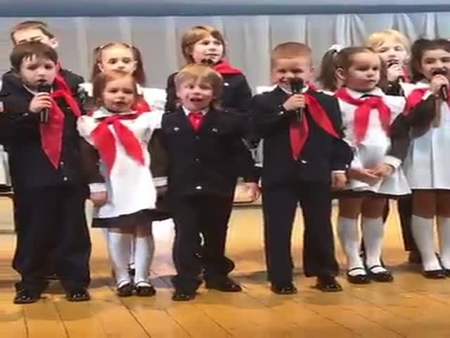 Мальчик лучше других знает, как нужно петь с эмоциями