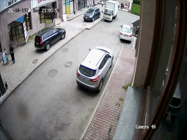 Когда девушка за рулем пытается припарковаться
