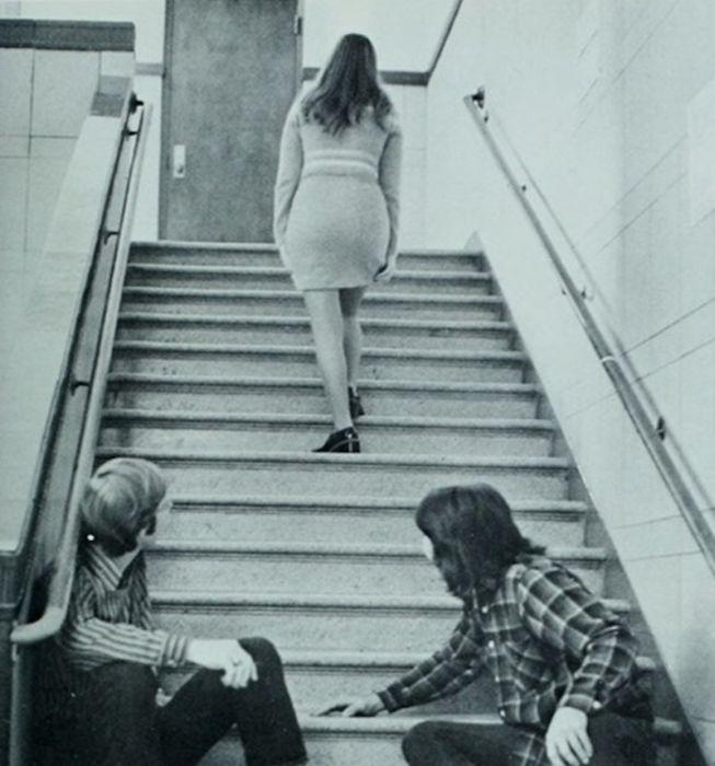 Мужчины глазеют на понравившихся им девушек (19 фото)