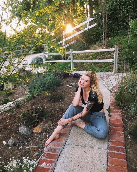 Айленд Болдуин - дочь Алека Болдуина и Ким Бейсингер (15 фото)