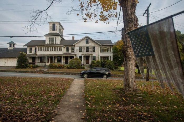 Американский городок Джонсонвилль вот уже три года ищет нового владельца (6 фото)