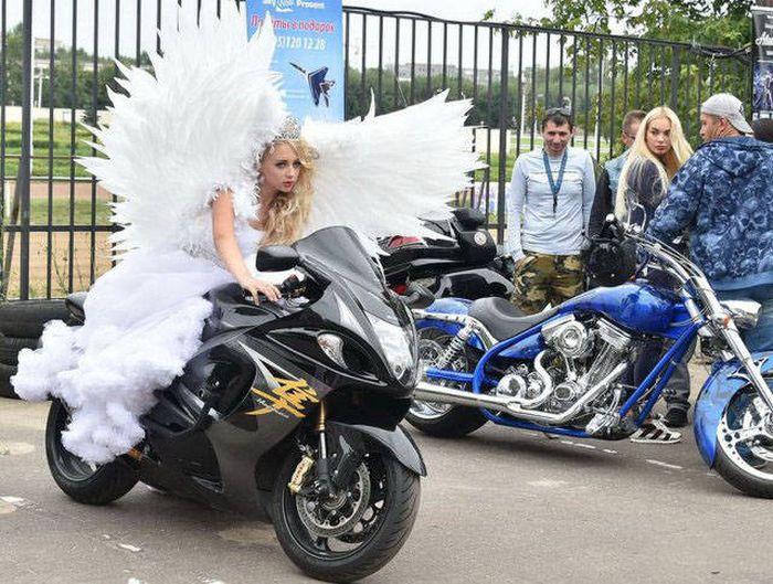Девушки, которые любят мотоциклы (42 фото)