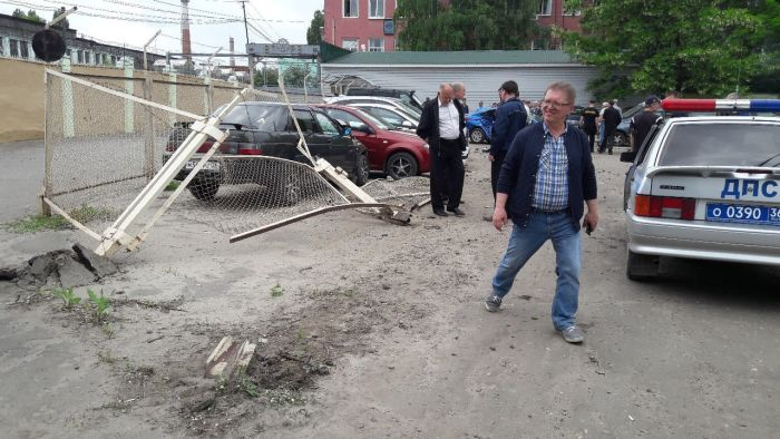 В Воронеже женщина протаранила пять автомобилей (5 фото)