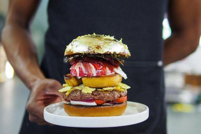 В Гааге приготовили самый дорогой в мире гамбургер за 2050 евро (14 фото)