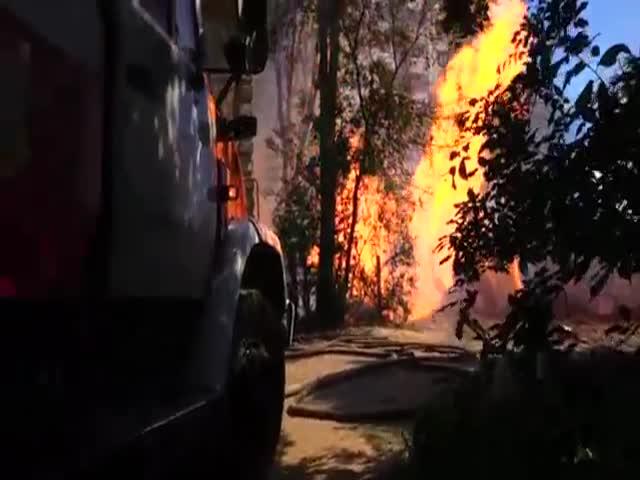 Факельное горение газовой трубы в Воронеже