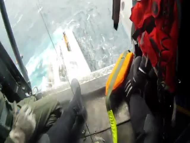 Спасение экипажа тонущего судна