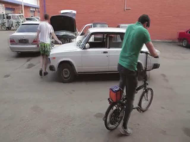 Видеоблогер Жорик Ревазов тестирует самодельный электровелосипед
