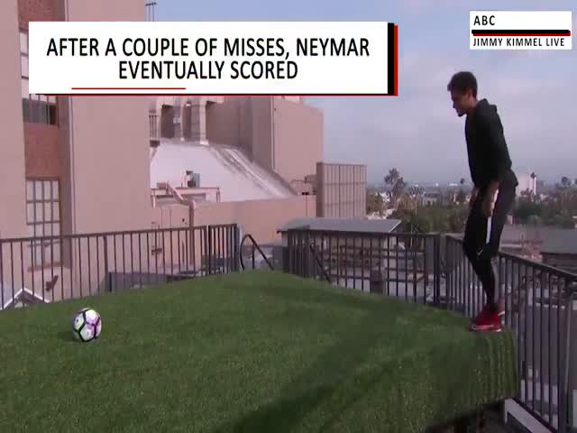 Неймар забил гол через Голливудсий бульвар в Лос-Анджелесе