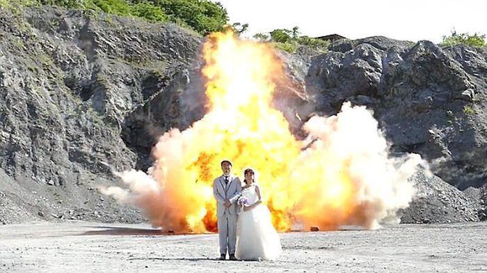 Семейная пара сделала необычные фото для свадебного альбома (3 фото + видео)
