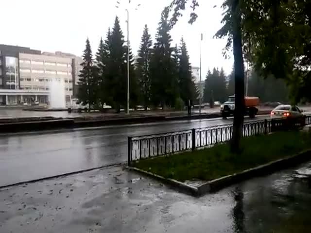 Полив цветов в дождь