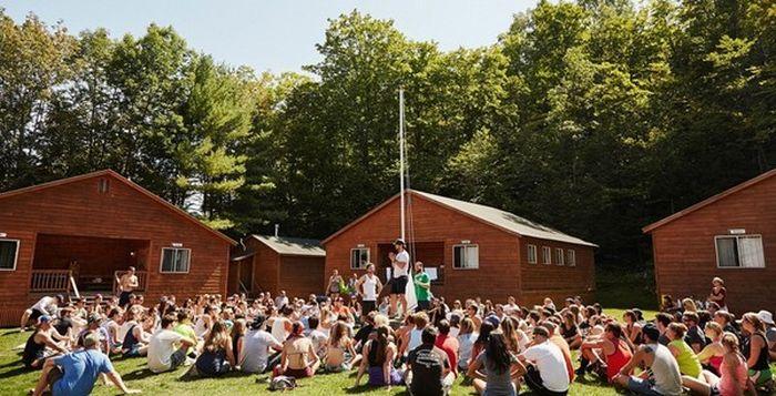 Летний лагерь для взрослых (10 фото)