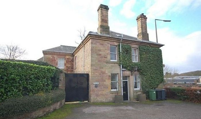 В Великобритании продают переделанный под жилой дом старый полицейский участок (8 фото)