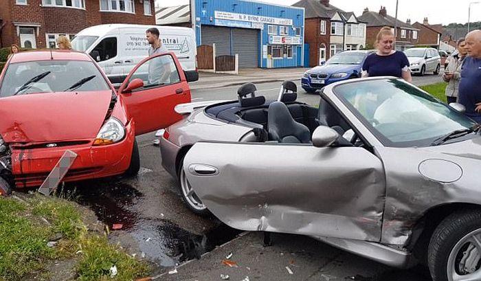 Британец спокойно отреагировал на разбитый эксклюзивный спорткар Porsche 911 (5 фото)