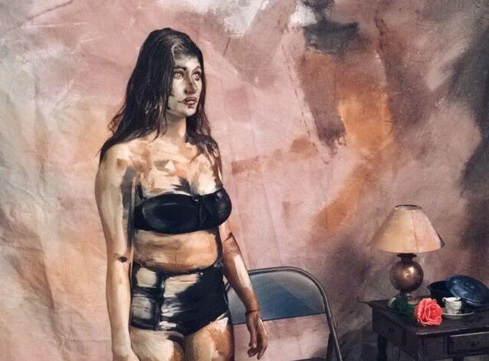Девушка превратила себя в нарисованного персонажа картины (4 фото)