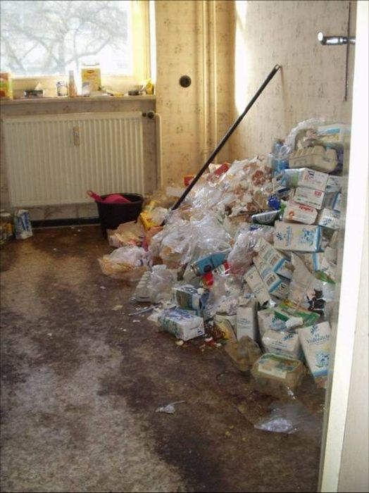 Квартира пивного алкоголика (12 фото)