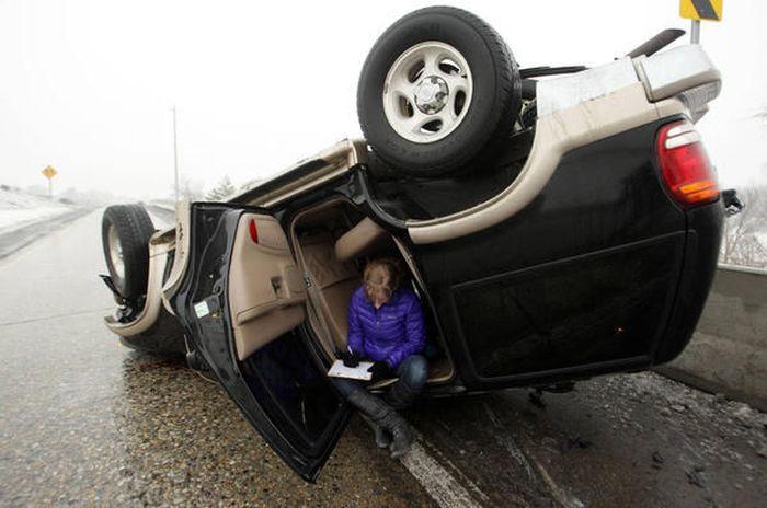 Приколы с женщинами за рулем (47 фото)