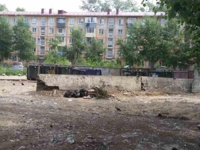 В Омске ликвидировали стихийную свалку, чтобы на нее не жаловались Путину (2 фото + видео)