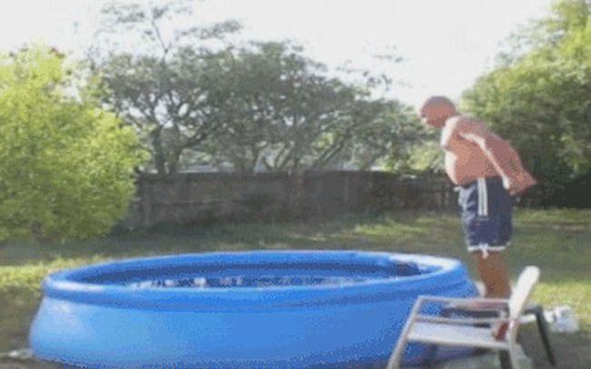 Фейлы у бассейна (18 гифок)
