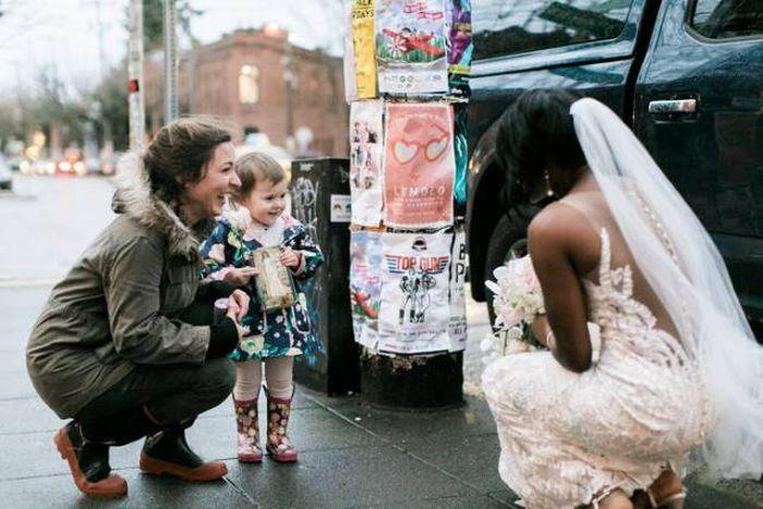 Маленькая девочка встретила принцессу Беллард из своей любимой книги (7 фото)