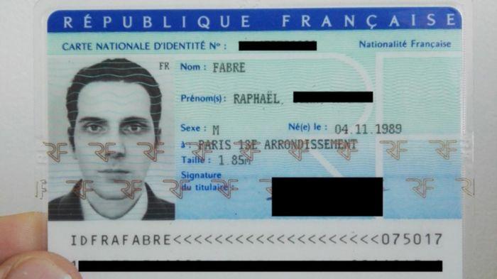 Француз получил удостоверение личности с 3D-моделью лица (3 фото)
