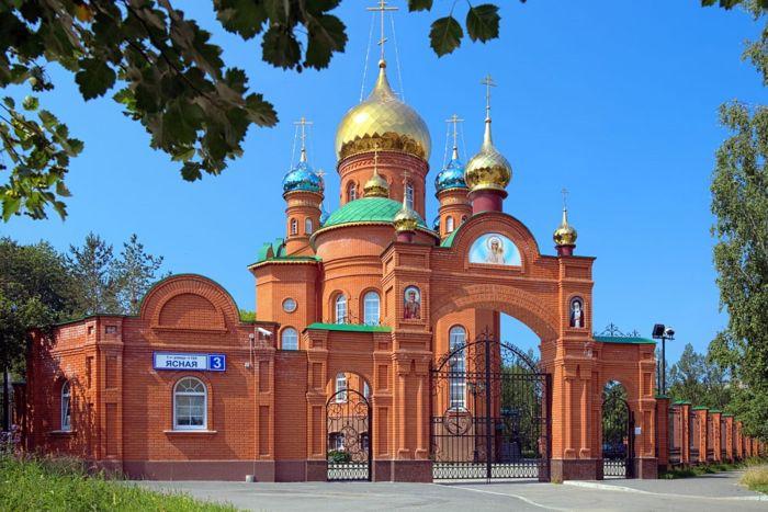 В Екатеринбурге прихожане храма могут жертвовать золотые изделия и лом (2 фото)