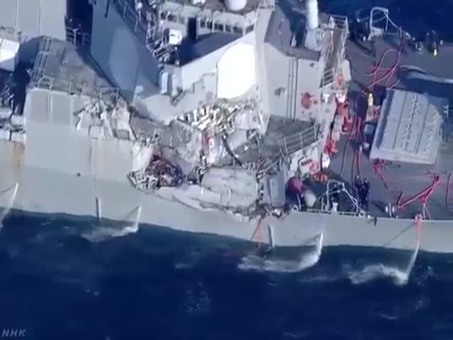 Эсминец ВМС США столкнулся с контейнеровозом неподалеку от Японии
