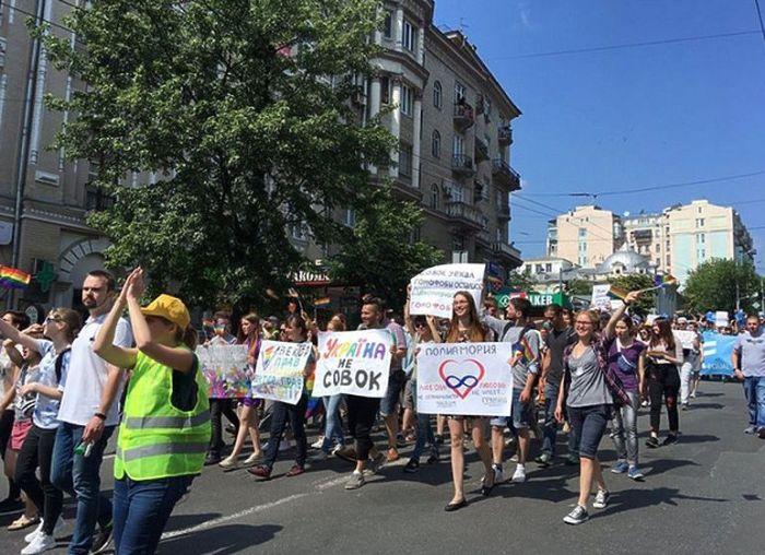 В Киеве прошел «Марш равенства» представителей ЛГБТ (18 фото + 2 видео)