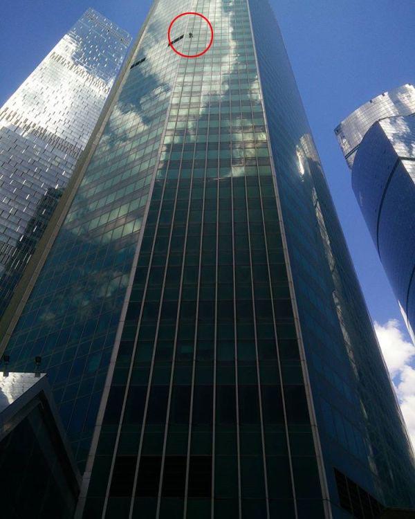 Руфер Сергей Девляшов покорил башню «Евразия» в Москве (3 фото + 2 видео)