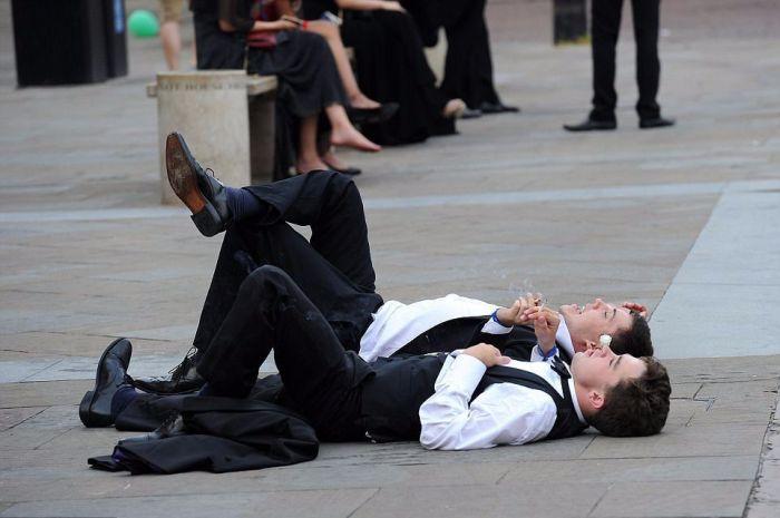 Окончание сдачи экзаменов в Кембриджском университете (22 фото)