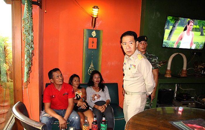 В Таиланде полицейские испортили отдых секс-туристу (4 фото)