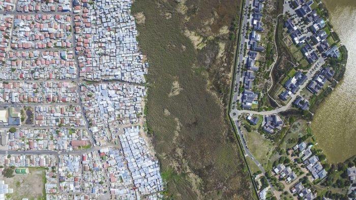 Африканские контрасты на фото Джонни Миллера (10 фото)