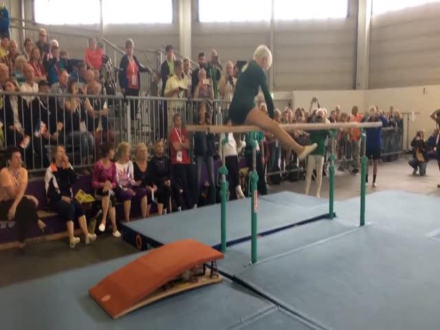 91-летняя гимнастка