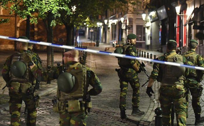 На вокзале Брюсселя застрелили террориста (5 фото + 2 видео)