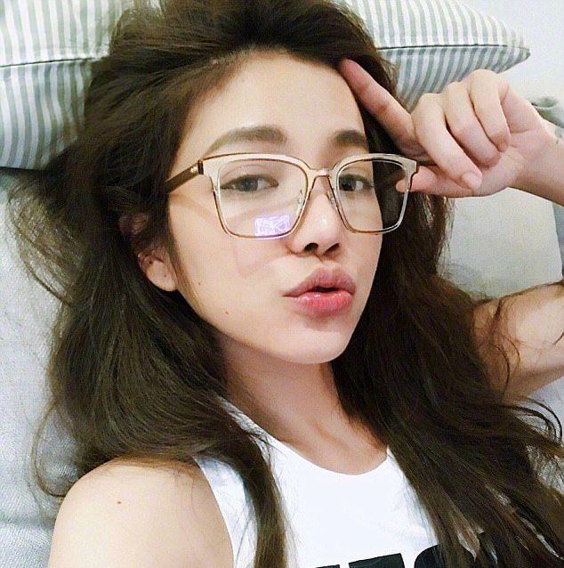 Сколько лет этой девушке? (8 фото)