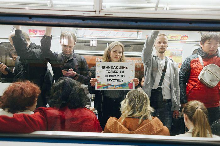В день рождения Цоя в метро Петербурга устроили флешмоб: (4 фото)