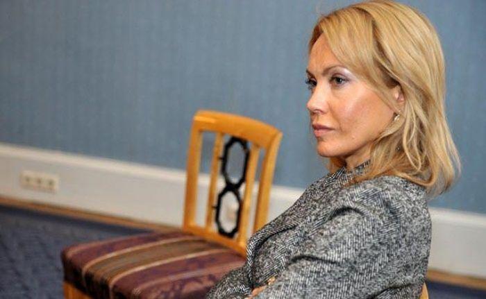 Сандра Сондоре - одна из самых красивых женщин в латвийской политике (9 фото)