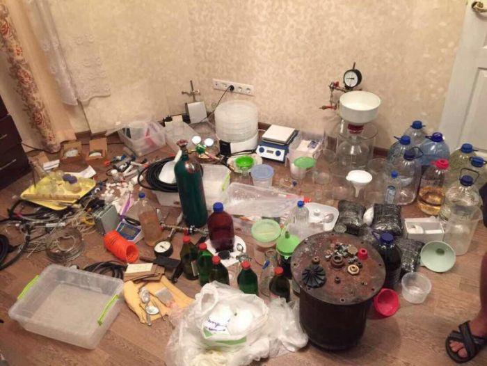 В Одессе обнаружена нарколаборатория (13 фото)