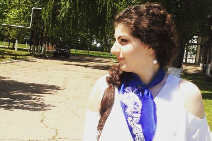 Выпускница из Адыгеи сдала медаль после обвинений одноклассницы, а её мать уволили из Минобра (2 фото)