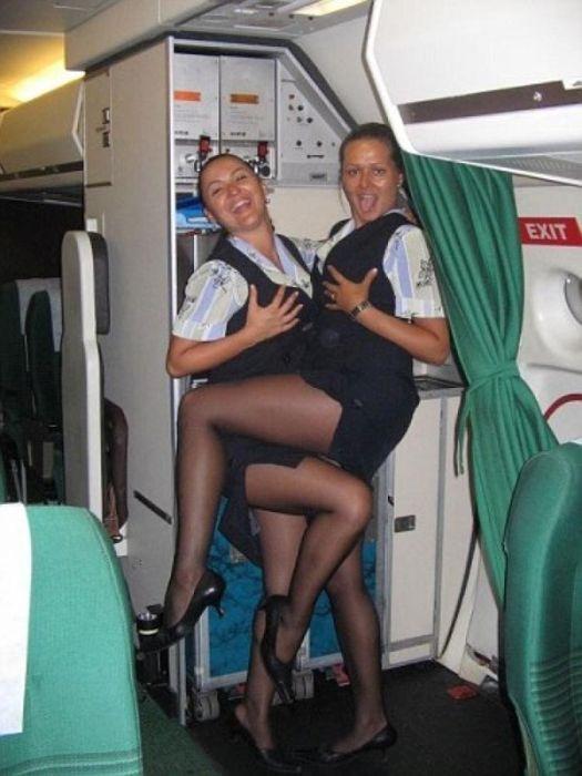 Симпатичные стюардессы (21 фото)
