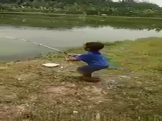 Отличный улов юного рыбака