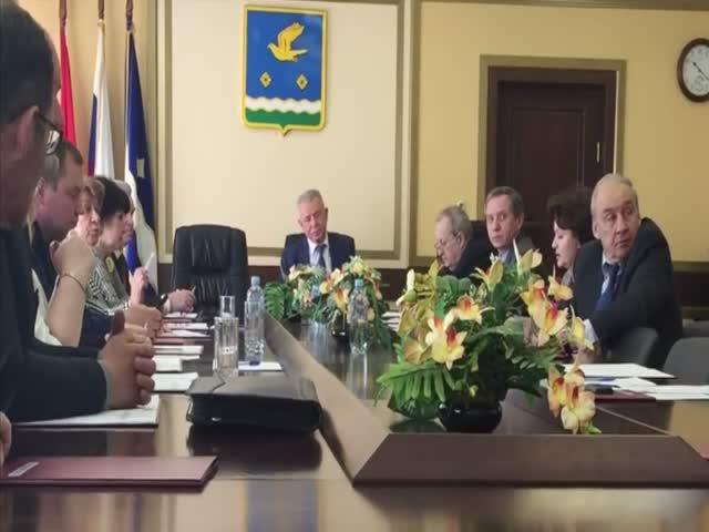 Подмосковных депутатов возмутило присутствие на заседании обычного депутата