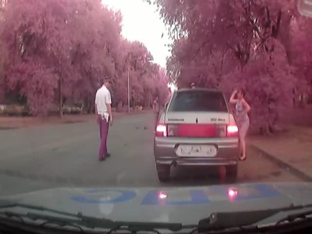 В Волжске пьяная беременная женщина разбила стекла своей машины