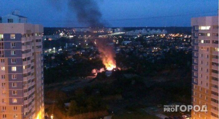 В Чебоксарах при странных обстоятельствах сгорел частный дом (2 фото)