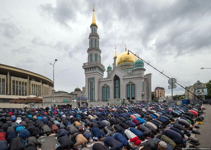 Мусульмане Москвы отметили Ураза-байрам (35 фото)