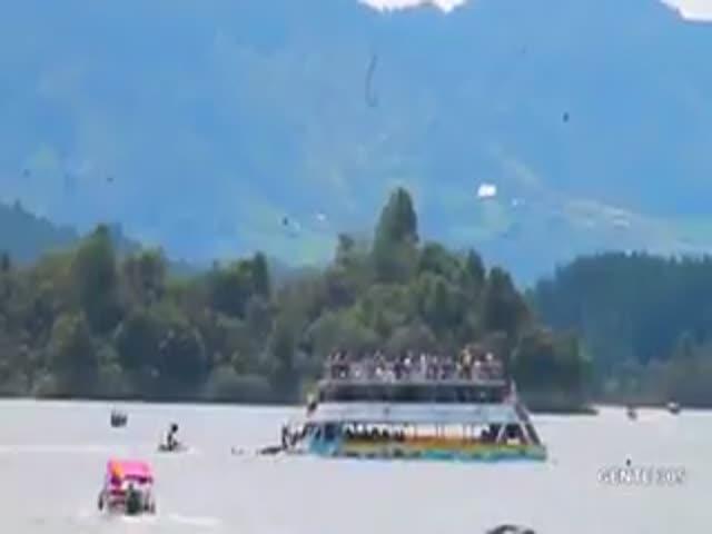 В Колумбии затонула туристическая лодка