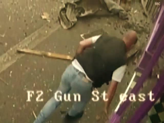 Сбитый автобусом мужчина поднялся на ноги и зашел в паб